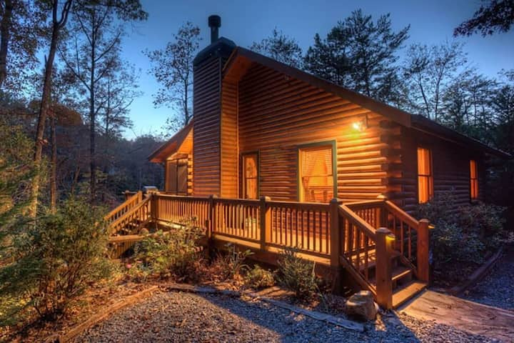 Morningstar on the Lake is a romantic couples getaway on Cherry Lake, hot tub, dock with canoe