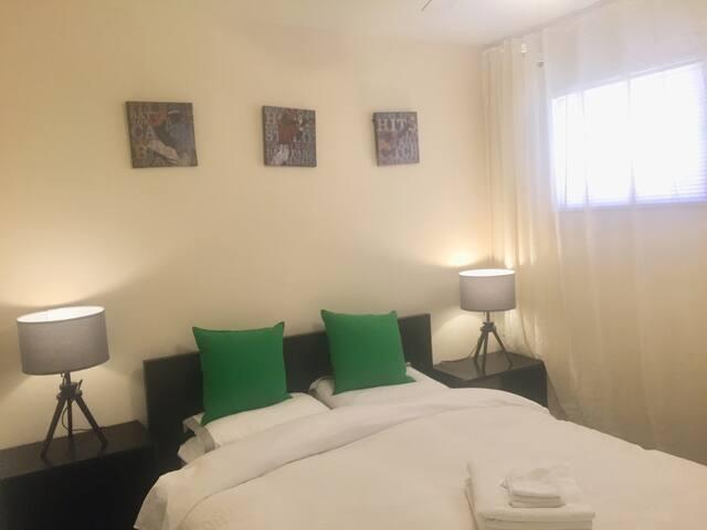 Monrovia Old Town 市中心2房1浴整套公寓出租环境幽雅适合家庭结伴游居住。