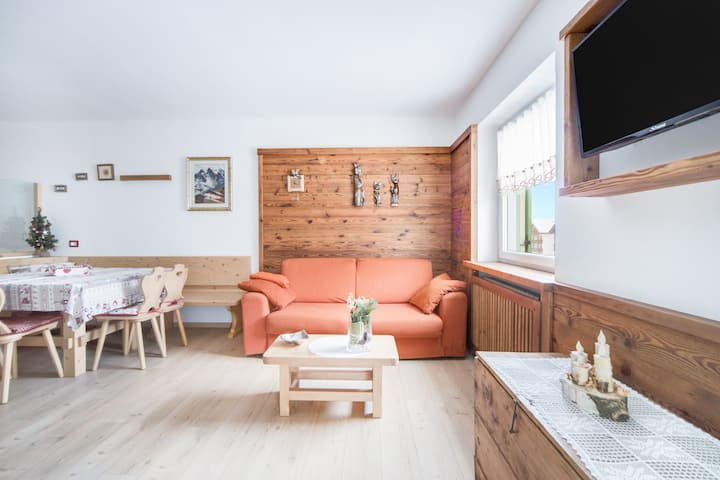 """Charming Apartment """"Appartamento Vernel"""" (CIPAT number: 022039-AT-056413) with Mountain View, Wi-Fi, Balcony & Garden; Parking Available, Pets Allowed Upon Request"""