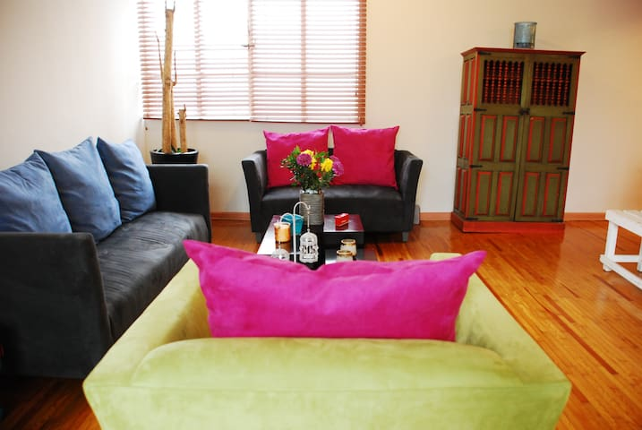 BEST LOCATION!!! walk everywhere 3 BR CONDESA ROMA