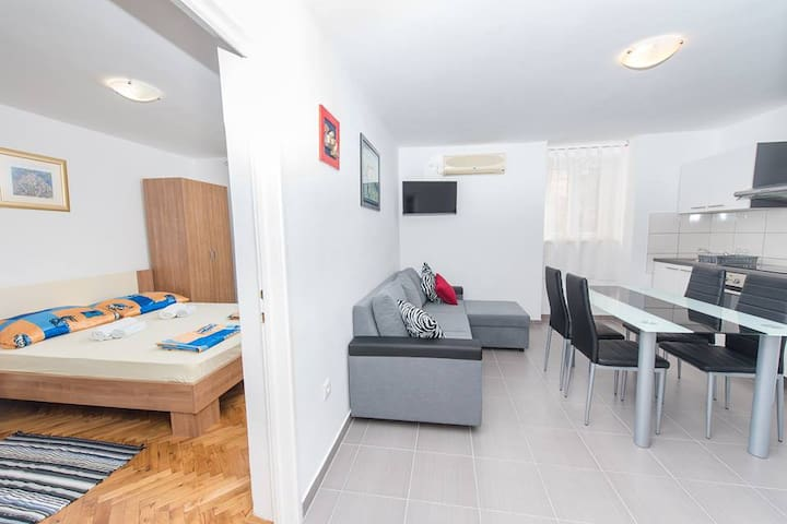 Nice beach apartment near Split and Trogir