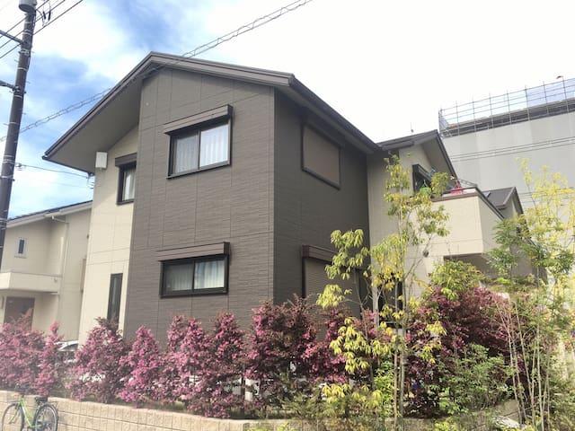 安逸、舒适、现代化的东京郊外日式两层别墅 - 吉川市 - Byt