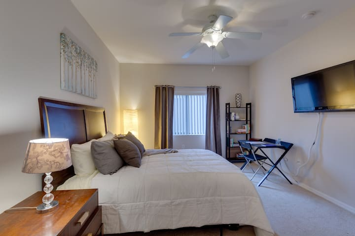 By Strip, Sleeps 6, Pool, Gym, Luxury Amenities - Las Vegas - Huoneisto