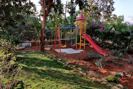 Spacious farm stay by the hills of Girivan, Mulshi