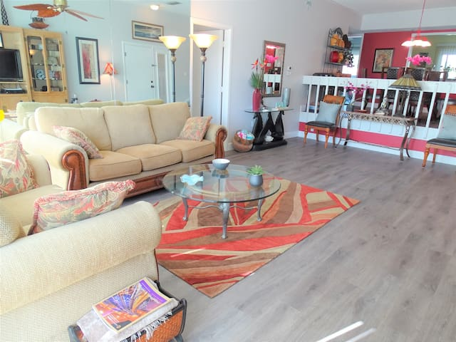 *NO GUEST SERVICE FEE* Our House at the Beach C-211 Cozy Lake View unit!