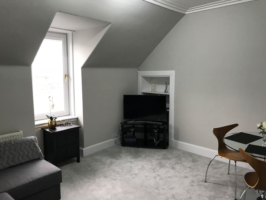 Spacious airy living room with smart TV. (Netflix, YouTube, Spotify etc available)