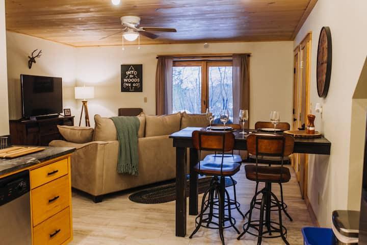 Cascade-Beautifully furnished-close to Main-Pet OK