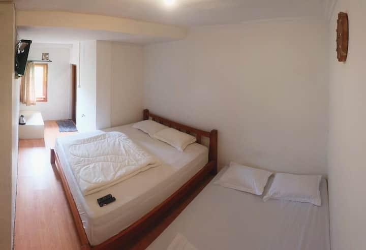 Tani Jiwo Hostel I Family Room 1