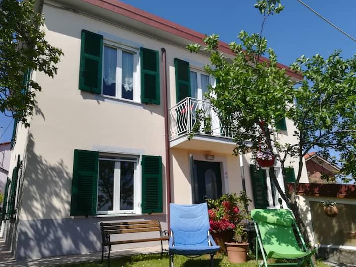 Casa Marina,  tranquilla sui colli di La Spezia