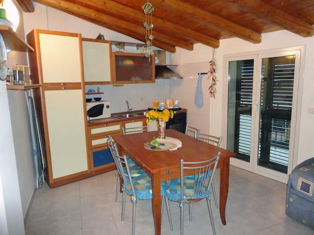 Appartamento vicino al mare bivani a Fondachello