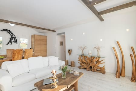 Bellevue - Boutique 2 bedroom apartment in Naousa