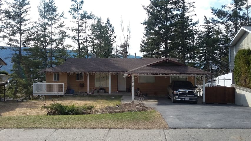 Quiet Neighborhood - Full Basement Suite - Williams Lake