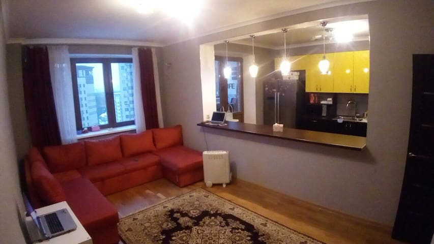 New private room with 3 beds, 25 min to metro.