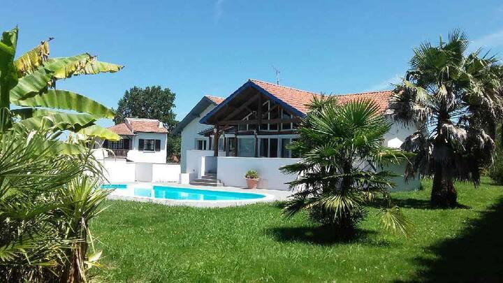 Villa avec piscine/Jacuzzi au calme dans 1 impasse