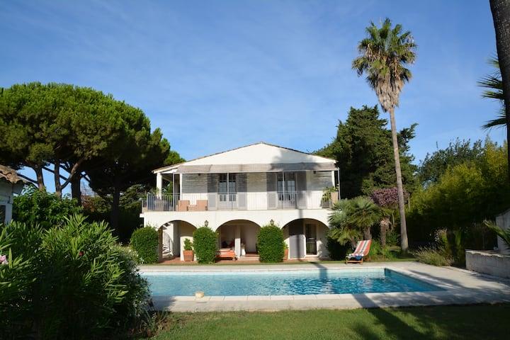 Villa dans un jardin luxuriant proche de St Tropez