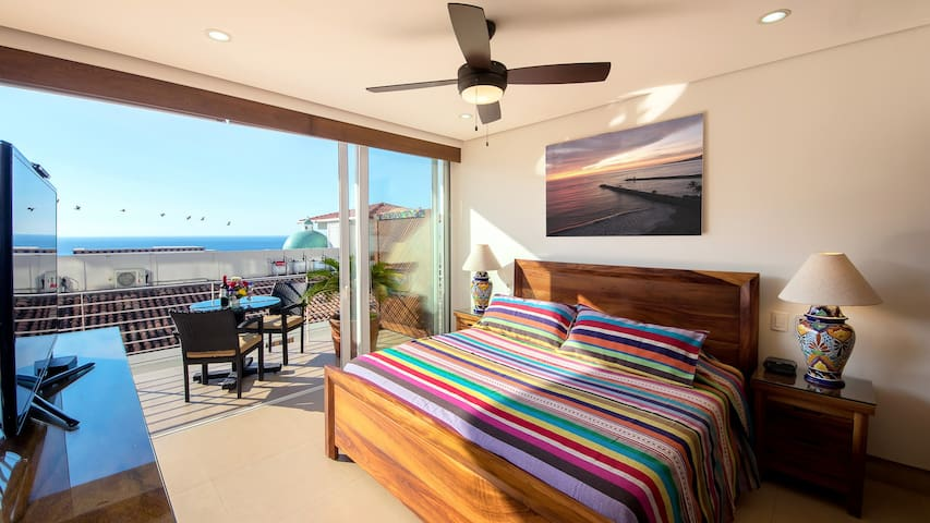 King Size Bed & Balcony
