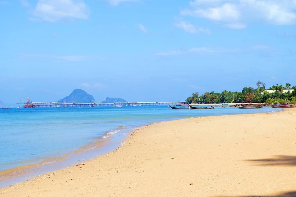 Koh Kwang Beach 2 km.