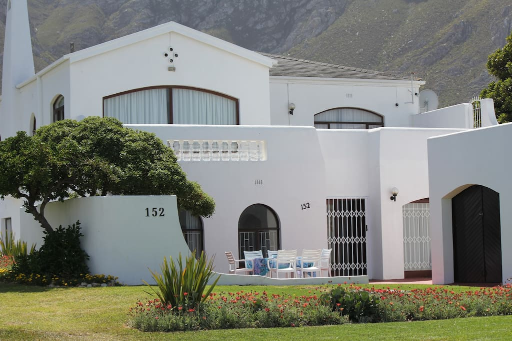 Downstairs suite with own garage and braai area...totally private and on the ground floor of the house.