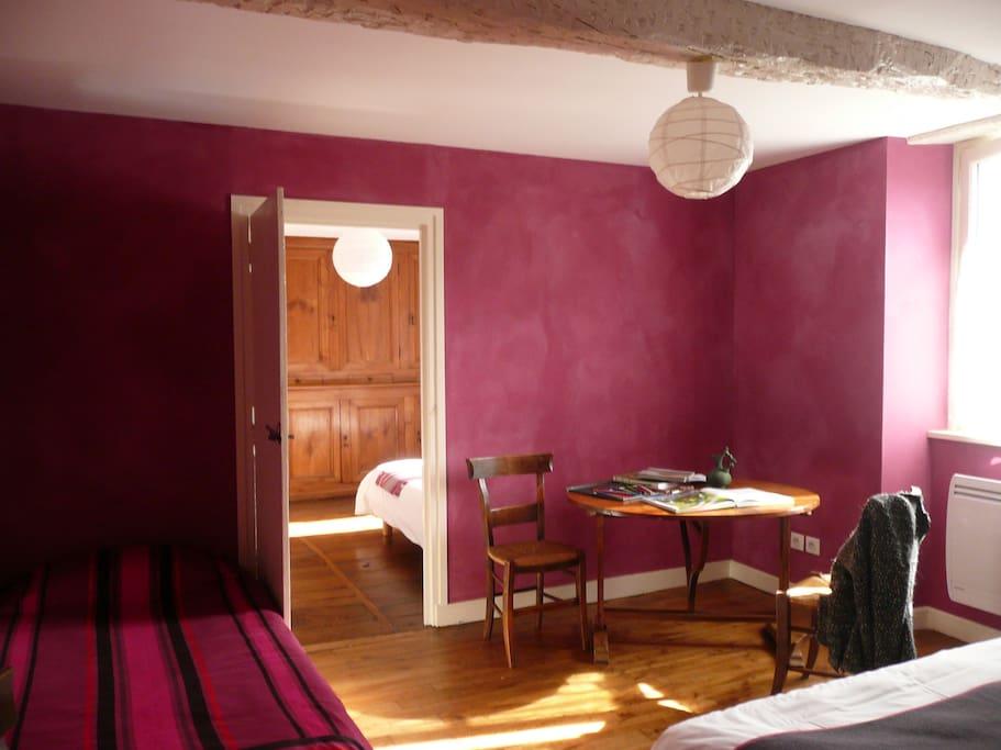 maison ziberoa chambre familiale chambres d 39 h tes louer saint jean pied de port nouvelle. Black Bedroom Furniture Sets. Home Design Ideas