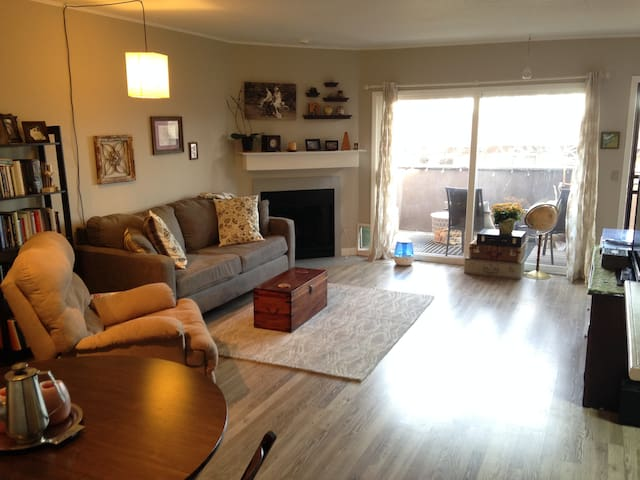 Light & Bright Highland Park Condo- Very walkable! - Denver - Apto. en complejo residencial