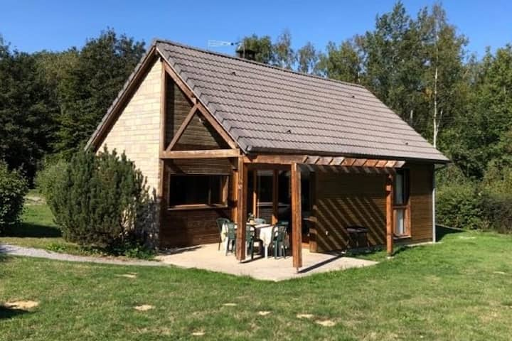 Graceful Holiday Home in Signy-le-Petit with Jacuzzi