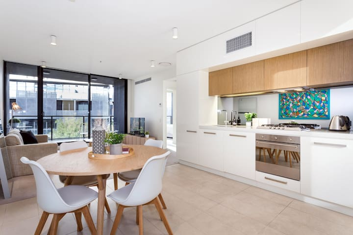 South Yarra Luxury 2 Bed Apartment + carpark wifi