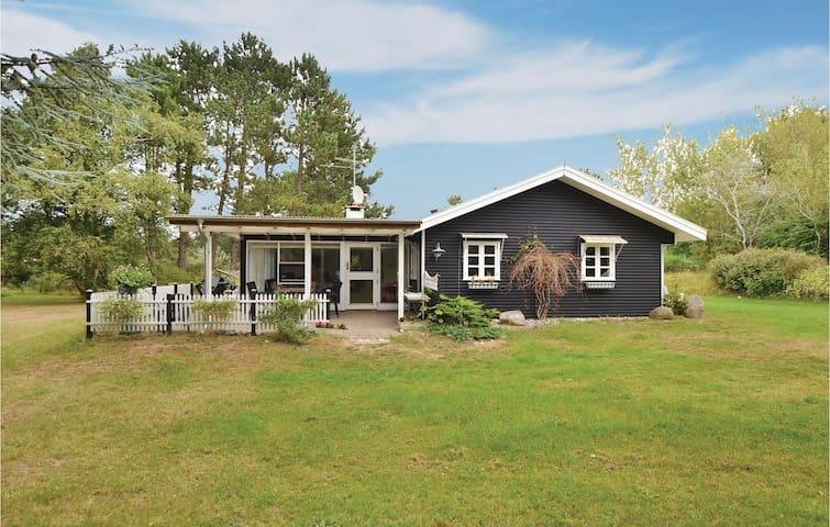 Holiday cottage with 2 bedrooms on 90m² in Martofte