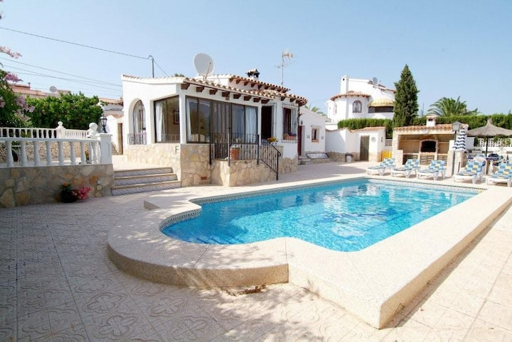 Lovely villa and  private pool in a quiet area