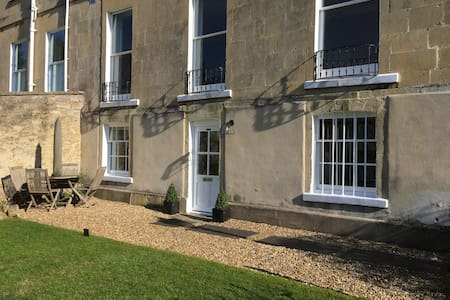 Beautiful Garden Flat Grade II Bath - Bath