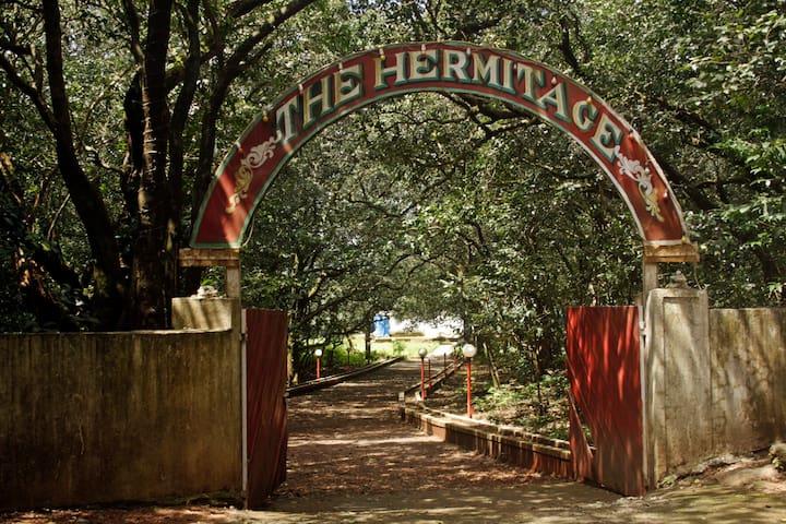 Hermitage Villa & Camp - Matheran - Willa