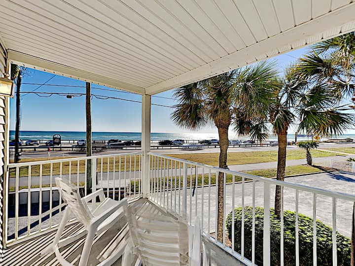 BEACHFRONT 1-bedroom Florida Charm, with pool
