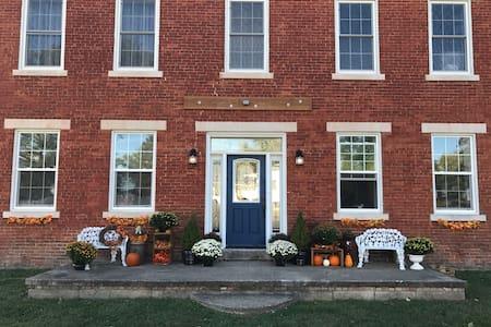 The Homestead - Buckeye Room