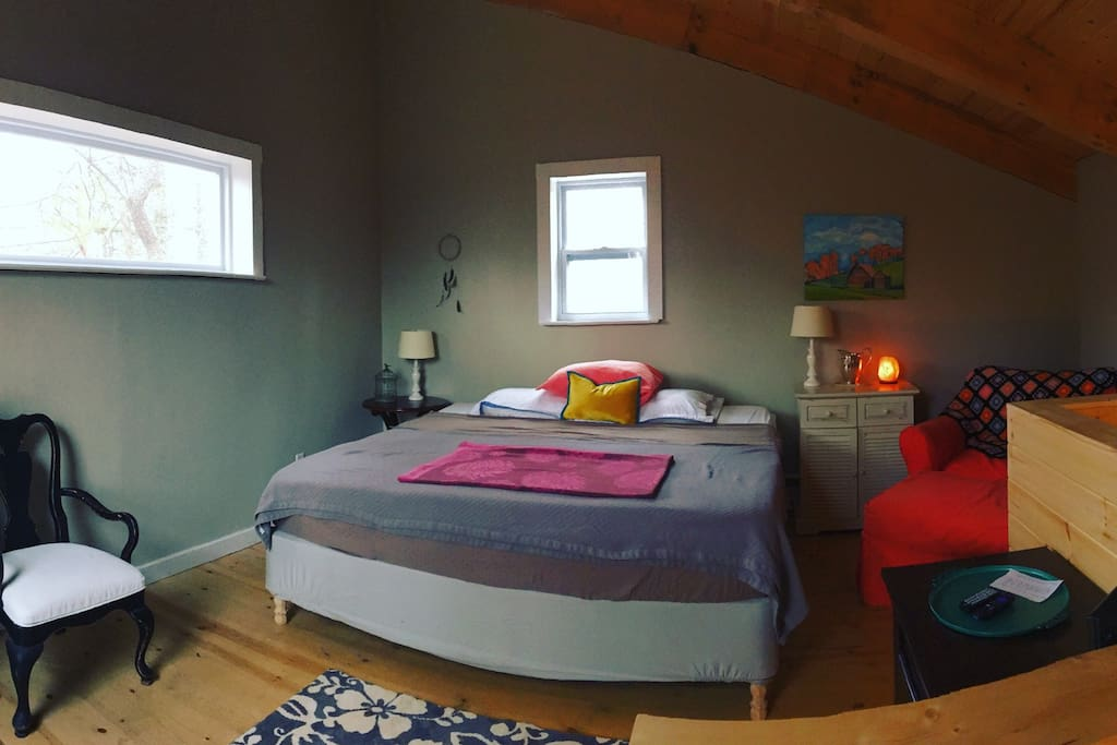 Upstairs spacious loft bedroom. Comfy king size bed.