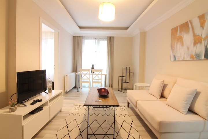 1 Bedroom + 1 Living Room w Washing/Drying - White