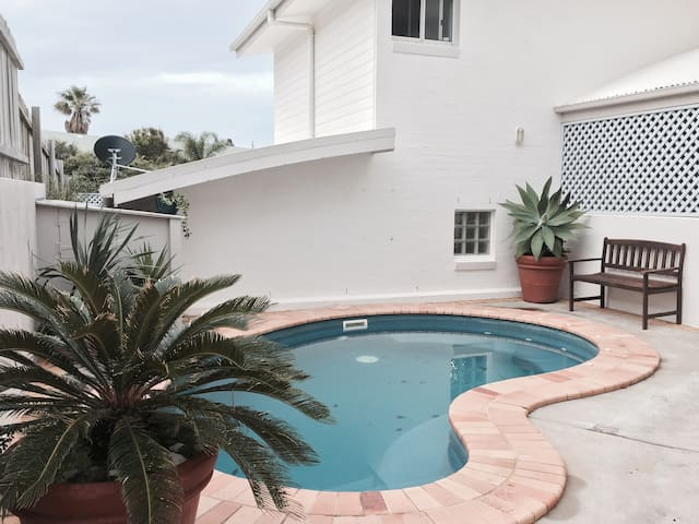 Unique 4 Bdrm House with Pool and Ocean Views - Angourie - Talo
