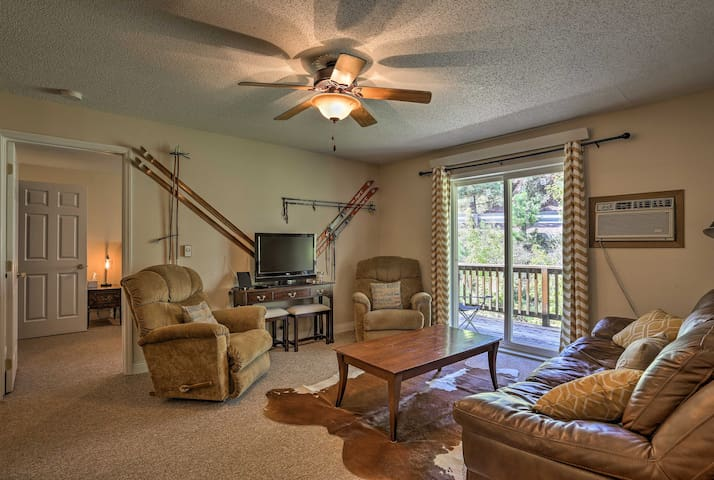 NEW! Cozy Lead Condo w/Hot Tub Access Near Skiing!