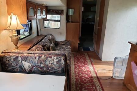 33ft 2 bedroom Tiny house RV private area