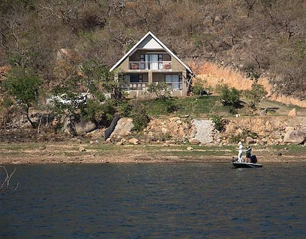 Tranquil Family Cottage overlooking Maguga Dam - Piggs Peak - กระท่อมบนภูเขา