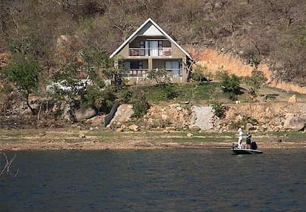 Tranquil Family Cottage overlooking Maguga Dam - Piggs Peak - Chalet