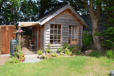 Homely cabin, part of peaceful smallholding - Llangoedmor - Chatka