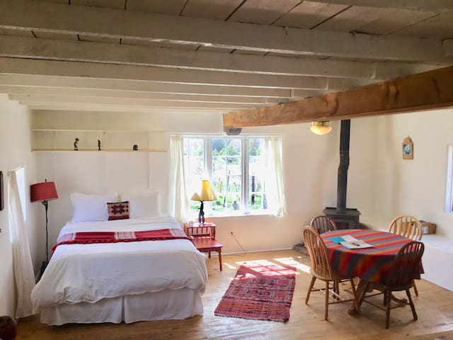 Poet's View Eco-Lodge Cabin on organic farm