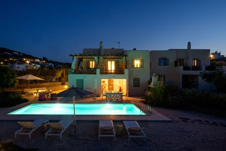 Luxury villa Parasporos with pool