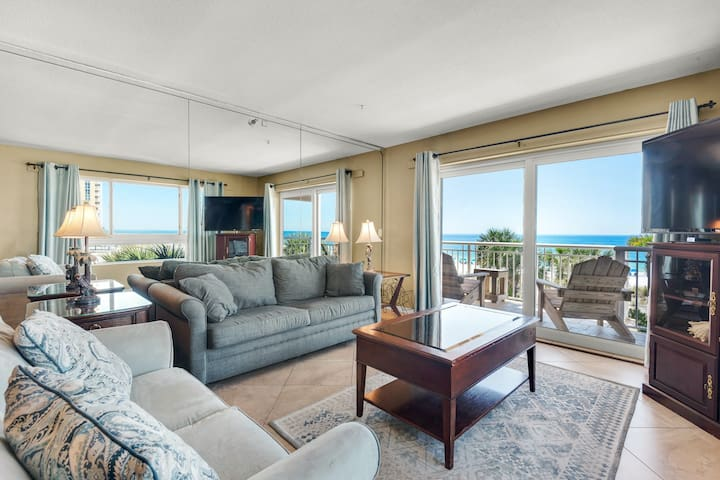Beautiful 3rd Floor Condo! Gulf Front, Pool, Beach Boardwalk, in Heart of Destin