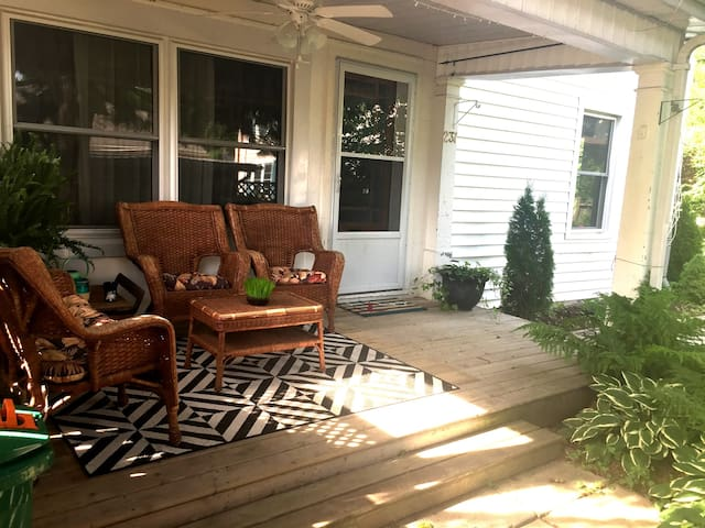 Shabby Chic Getaway - Belleville - House