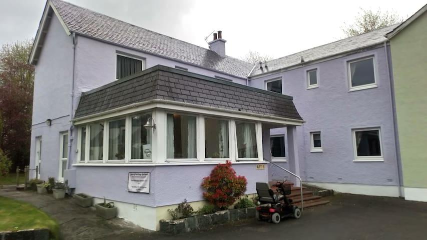 Room only, beside Glen Nevis, 5 min walk from town