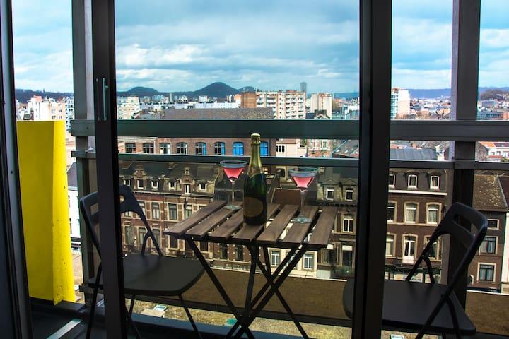 Balcon privé. Table apéro.