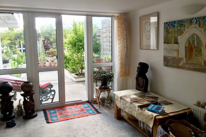 Beautiful, peaceful, safe basement studio flat E4