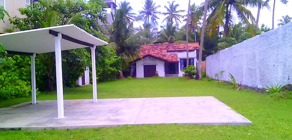 SOUTHERN BEACH COTTAGE - Ahangama - Bed & Breakfast