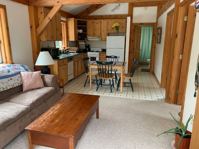 Sugarloaf post & beam 2 bdrm apt, great location