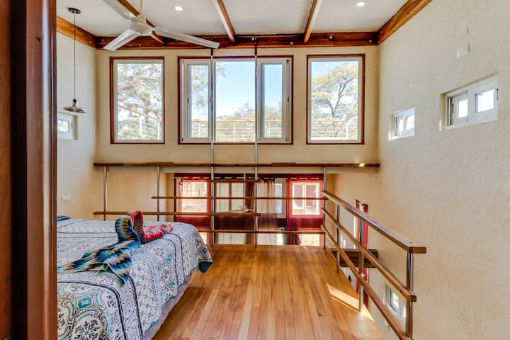 Long-term discounts: Cozy cottage in a great location - walk to beach & surfing!